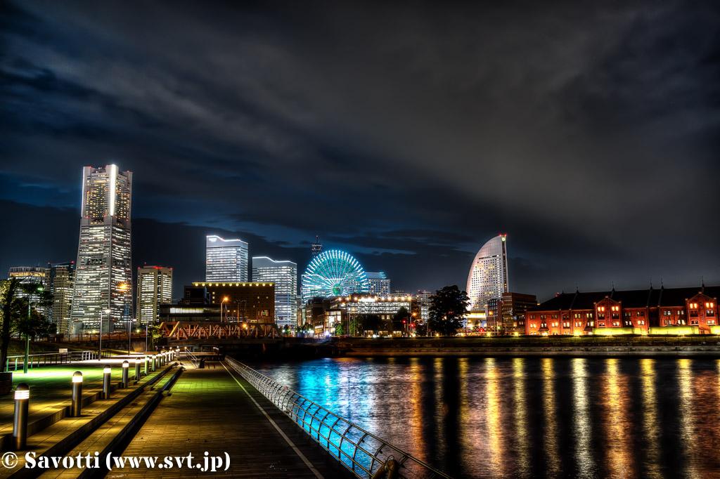 夜景 (神奈川県横浜市中区「象の鼻パーク」 2014年8月7日撮影)